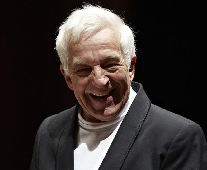 The legendary pianist and conductor Vladimir Ashkenazy with the Cadaqués Orchestra